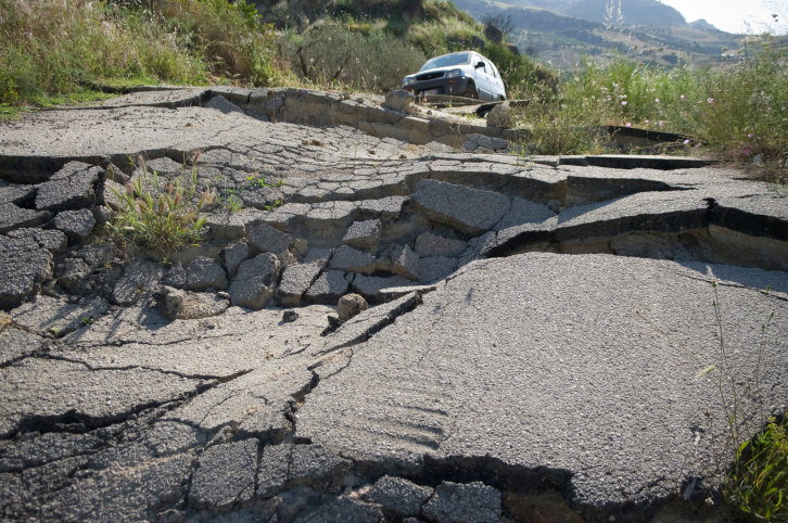 What to do during an earthquake outdoors life gear blog for Where do you go in an earthquake